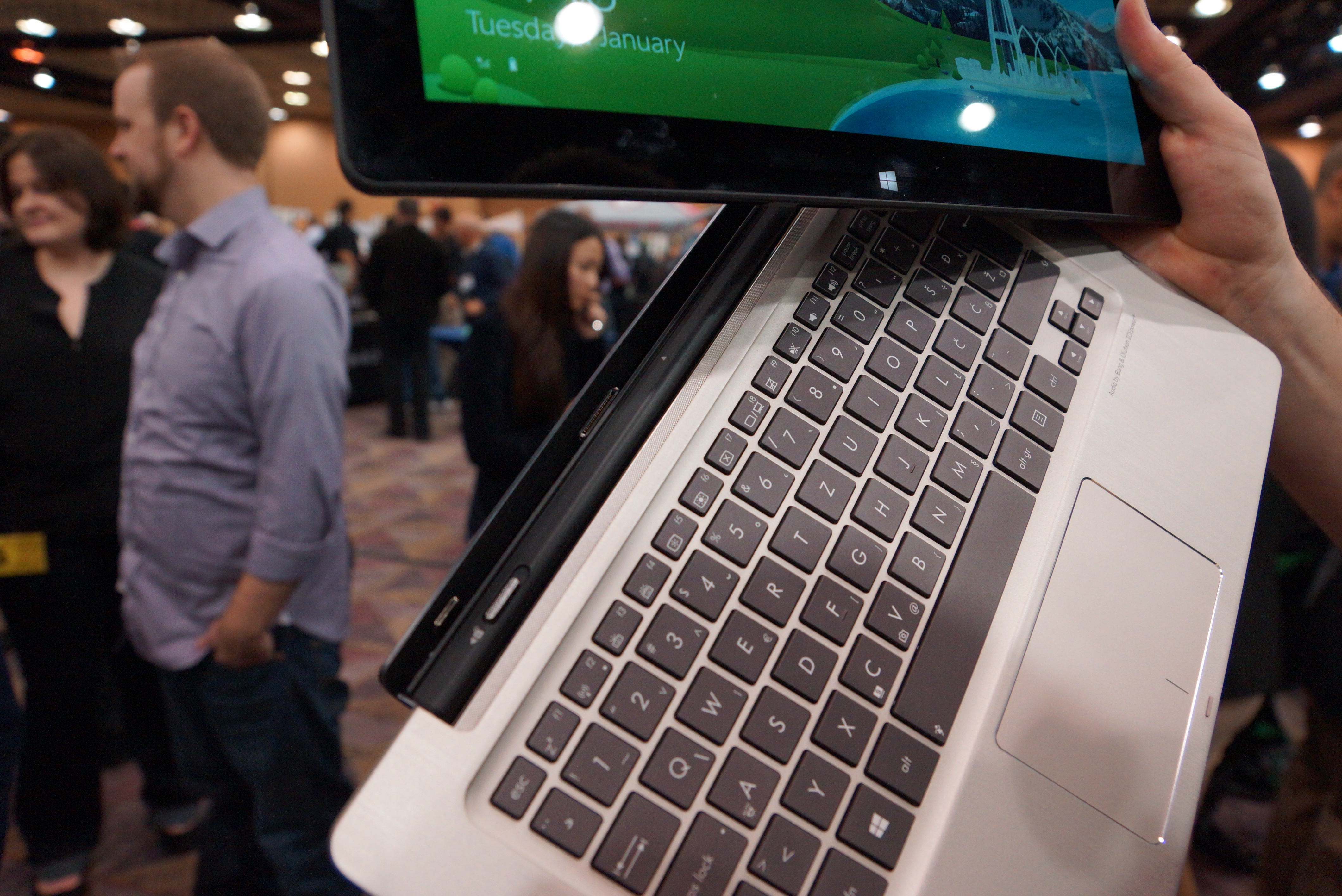Review Tablet ASUS Transformer Book TX300CA-C4026H Hybrid 2 in 1_3