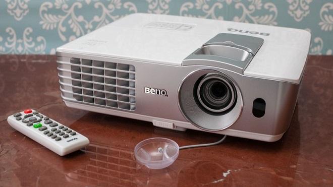 Proyektor Home Cinema Terbaik BENQ W1070 Terbaru