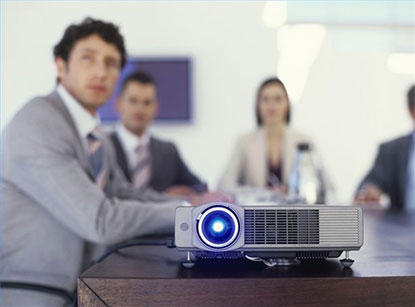 Mengapa Harus Memakai Proyektor di Ruang Meeting Perusahaan?